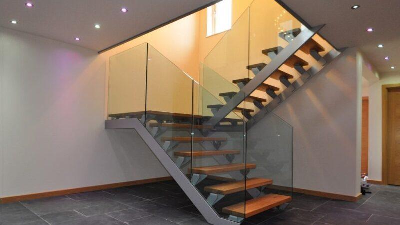 Лестница в доме на металлическом каркасе